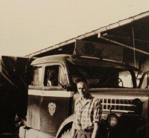 Börje Svensson vid sin lastbil. i början av 50-talet.historia